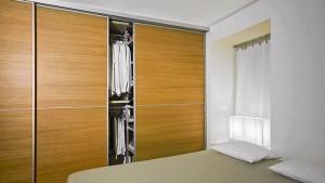 Ebanik-Armarios-a-medidas-malaga-detalle-armario-puertas.deslizantes