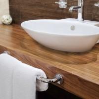 Ebanik-banos-a-medida-malaga-detalle-base-lavabo-madera-maciza