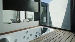 Ebanik-banos-a-medida-malaga-detalle-suelo-madera